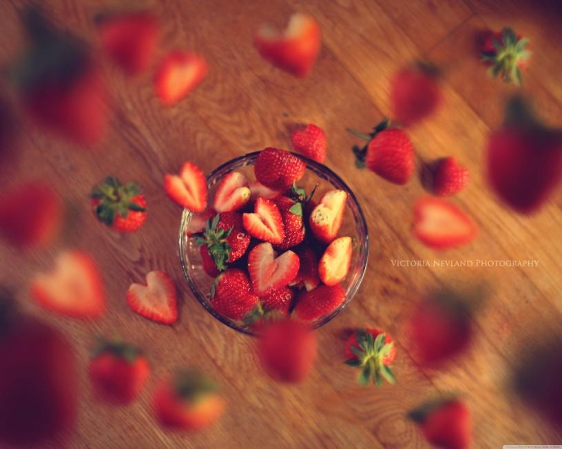 very_berry_strawberry-wallpaper-3750x3000